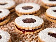 Рецепта Маслени линцерови сладки слепени с шипков мармалад